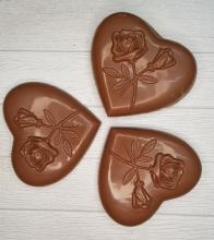Шоколадное сердце с орехами